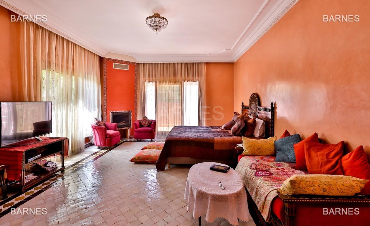 Très belle propriété a la palmeraie, véritable opportunité en terme de rapport qualité prix. 6 chambres un hectare de terrain arboré, dans la belle palmeraie , belle piscine. Matériaux noble marbre, boiserie en cèdres… picture 13