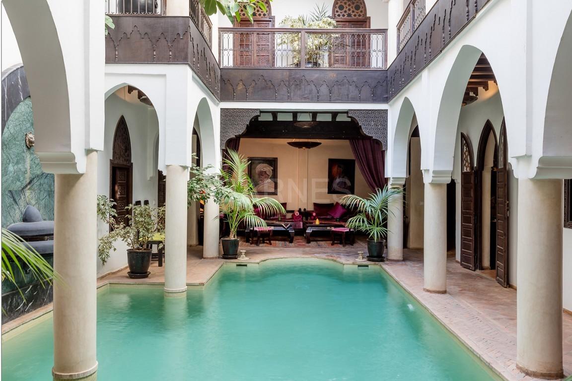 Riad maison d'hôtes, 7 chambres, 7 salles de bains, patio piscine, bhou (salon ouvert), cheminée, salle à manger, terrasse picture 12