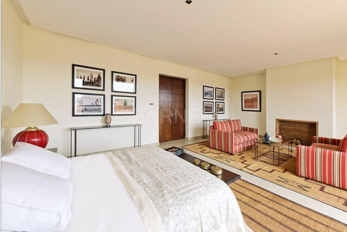 Nichée en première ligne du golf Al Maaden, cette tres belle propriété de luxe contemporaine abrite six chambres et suites au confort d'exception picture 11