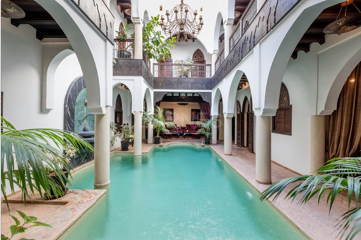 Riad maison d'hôtes, 7 chambres, 7 salles de bains, patio piscine, bhou (salon ouvert), cheminée, salle à manger, terrasse picture 11