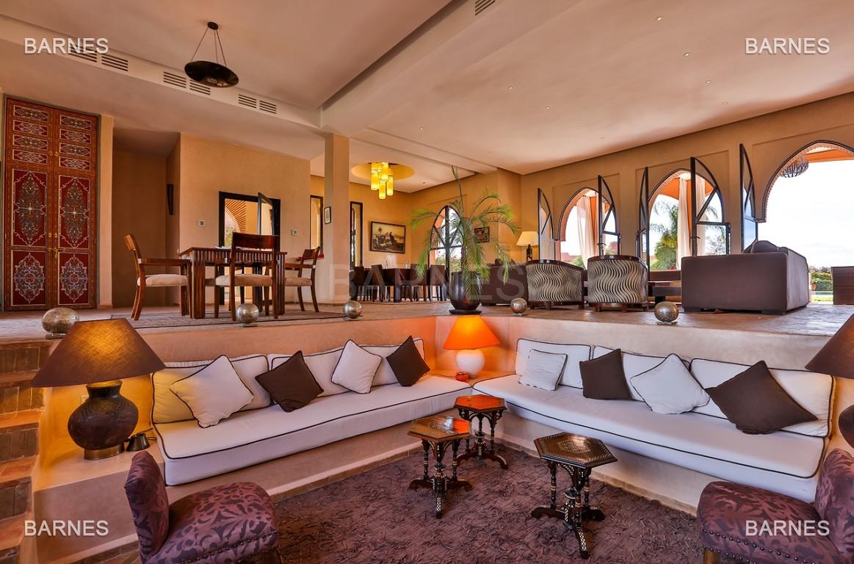 Très belle propriété d'inspiration marocaine, construite de plain pied sur 600m2  picture 4
