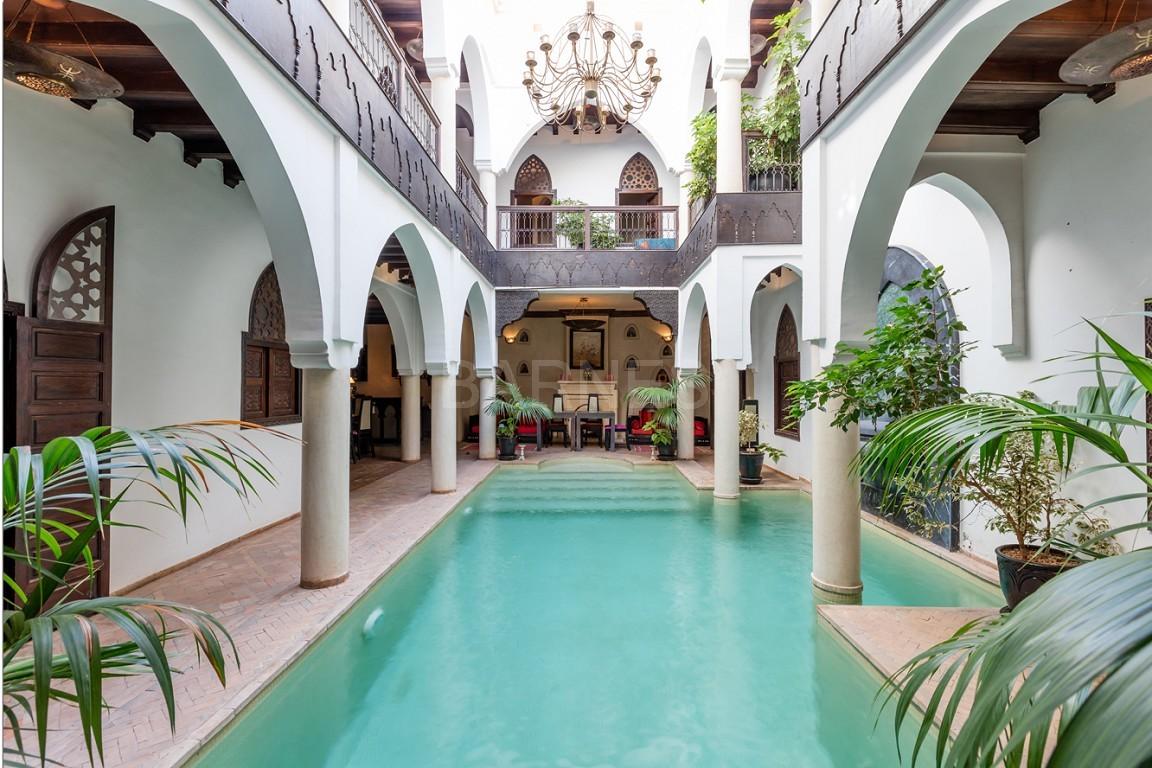 Riad maison d'hôtes, 7 chambres, 7 salles de bains, patio piscine, bhou (salon ouvert), cheminée, salle à manger, terrasse picture 8