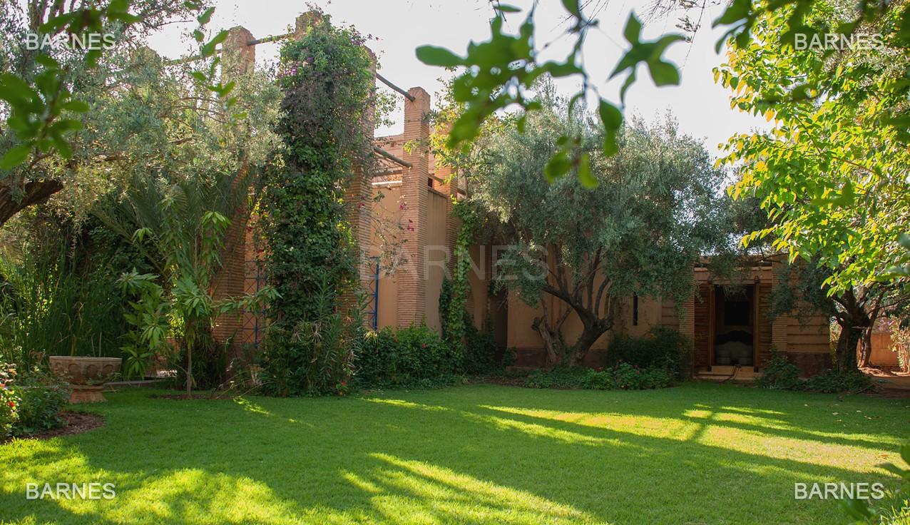 Une très belle propriété plein de charme, nichée au beau milieu d'un très beau parc de 2.500m²,  picture 17