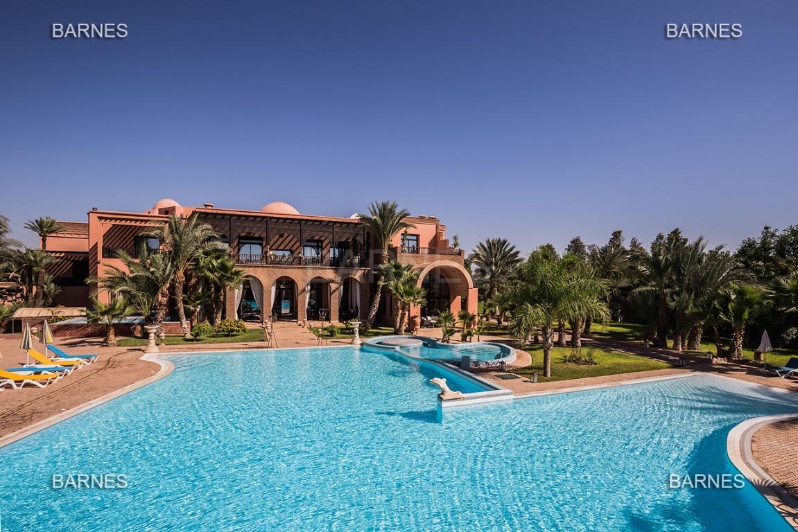 véritable palais arabo andalou aux dimensions impressionnantes. picture 0