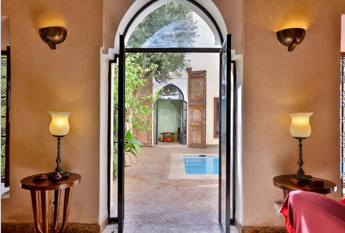 home Riad , heated patio , 2 living rooms , dining room , 5 bedrooms, 5 bathrooms , garage , patio picture 4