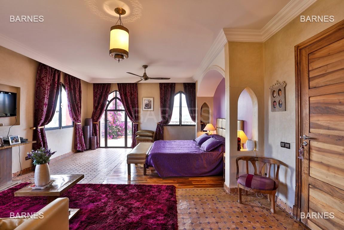 Superbe villa marocaine, construite sur un beau terrain arboré de 1 hectare à la sortie de Marrakech, 10mn en voiture du centre ville.  picture 5