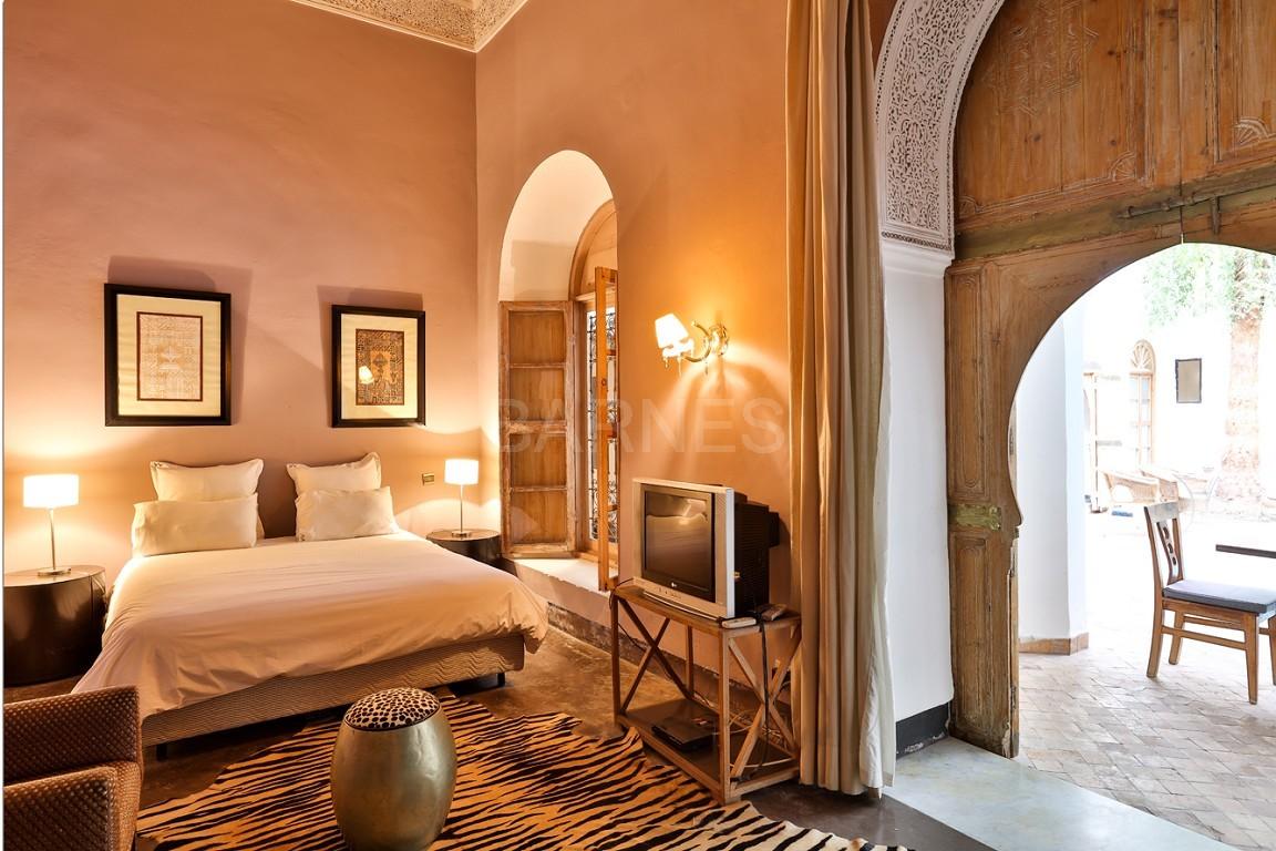 Riad maison d'hôtes, salon, salle à manger, 3 chambres, 3 suites, 6 salles de bains, piscine, terrasse picture 2