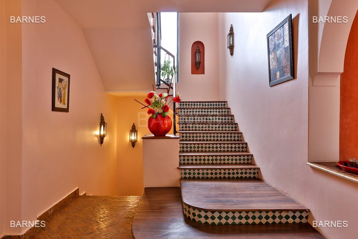 Superbe villa marocaine, construite sur un beau terrain arboré de 1 hectare à la sortie de Marrakech, 10mn en voiture du centre ville.  picture 13