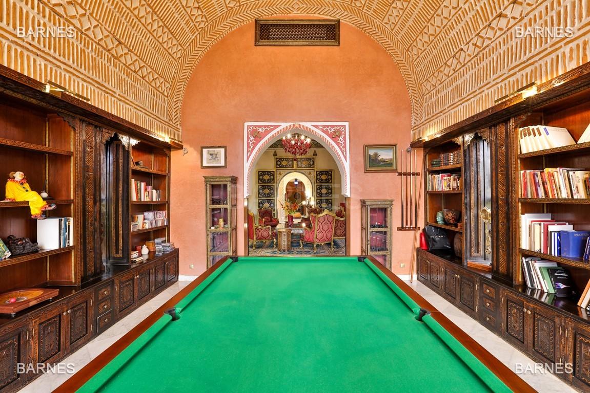 véritable palais arabo andalou aux dimensions impressionnantes. picture 12