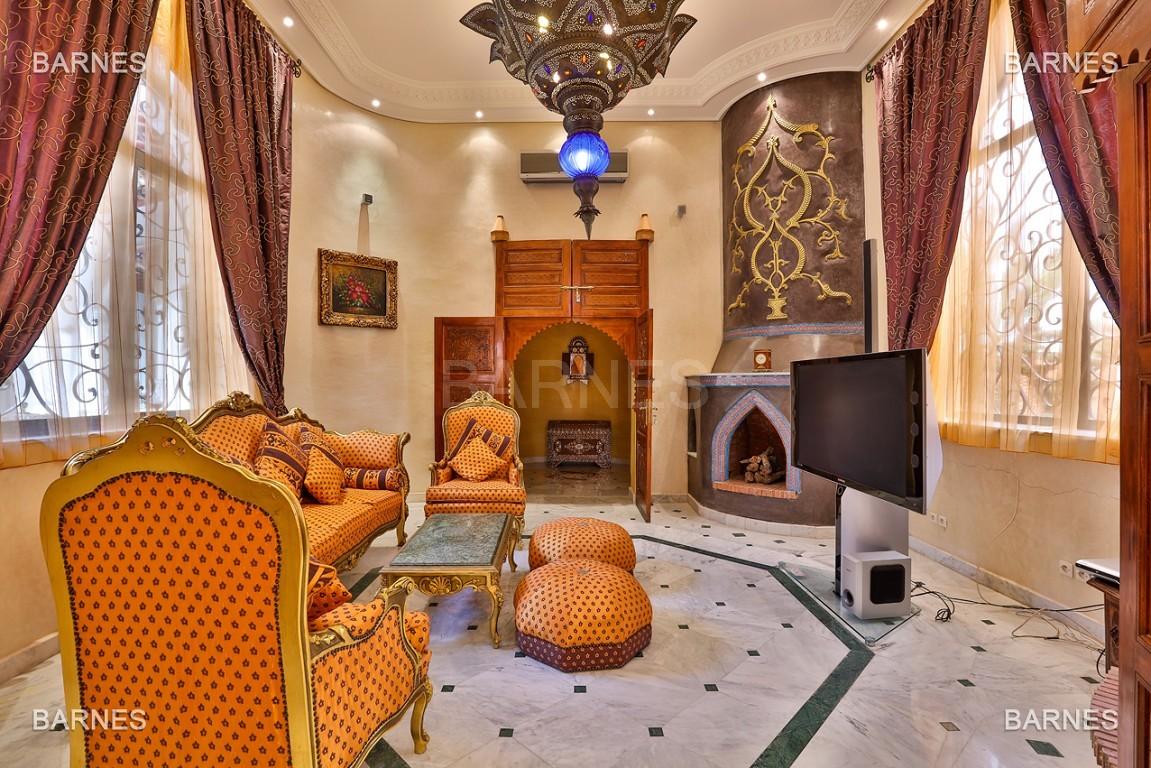 véritable palais arabo andalou aux dimensions impressionnantes. picture 13