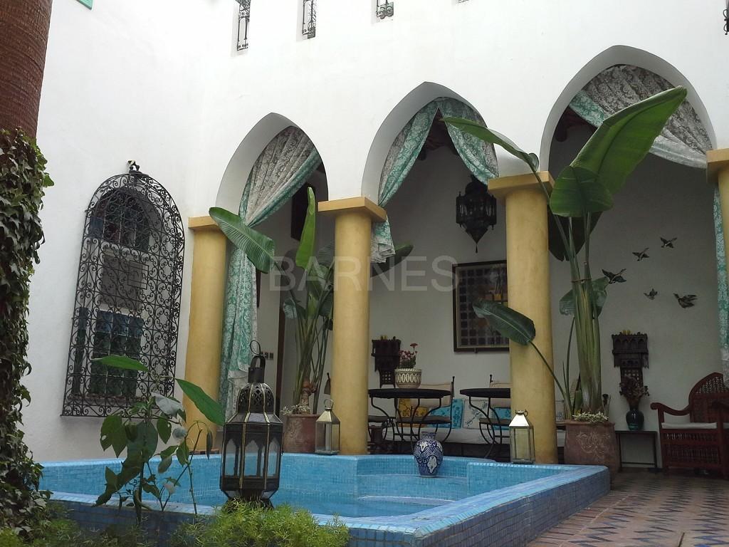 Riad maison d'hôtes, 11 chambres, 11 salles de bains, 2 patios, salons, salle à manger,  picture 14