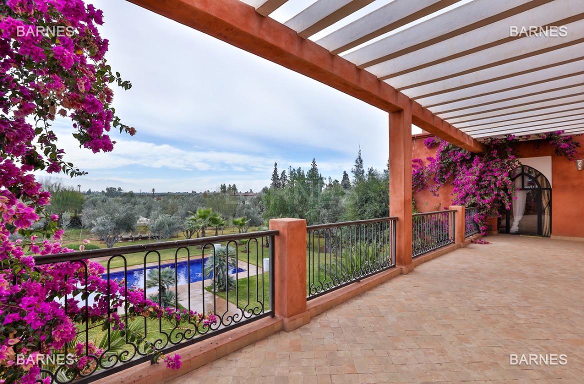 Superbe villa marocaine, construite sur un beau terrain arboré de 1 hectare à la sortie de Marrakech, 10mn en voiture du centre ville.  picture 18