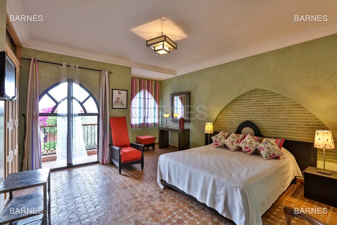 Superbe villa marocaine, construite sur un beau terrain arboré de 1 hectare à la sortie de Marrakech, 10mn en voiture du centre ville.  picture 15