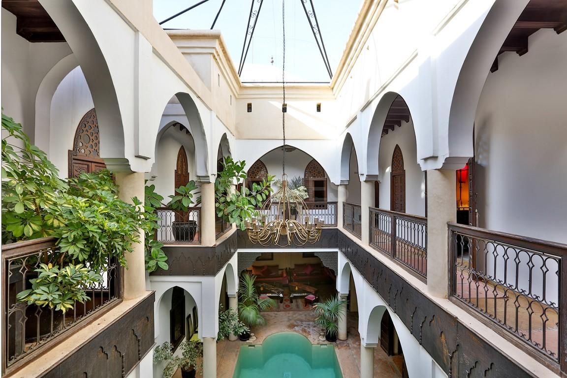 Riad maison d'hôtes, 7 chambres, 7 salles de bains, patio piscine, bhou (salon ouvert), cheminée, salle à manger, terrasse picture 4