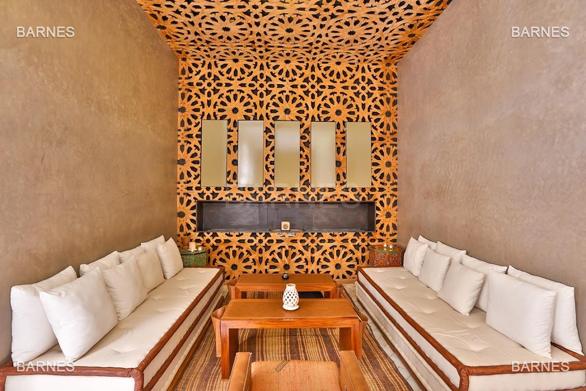 Maison d'hôtes, 8 chambres, 8 salles de bains, bassin, terrasse, jacuzzi. picture 3